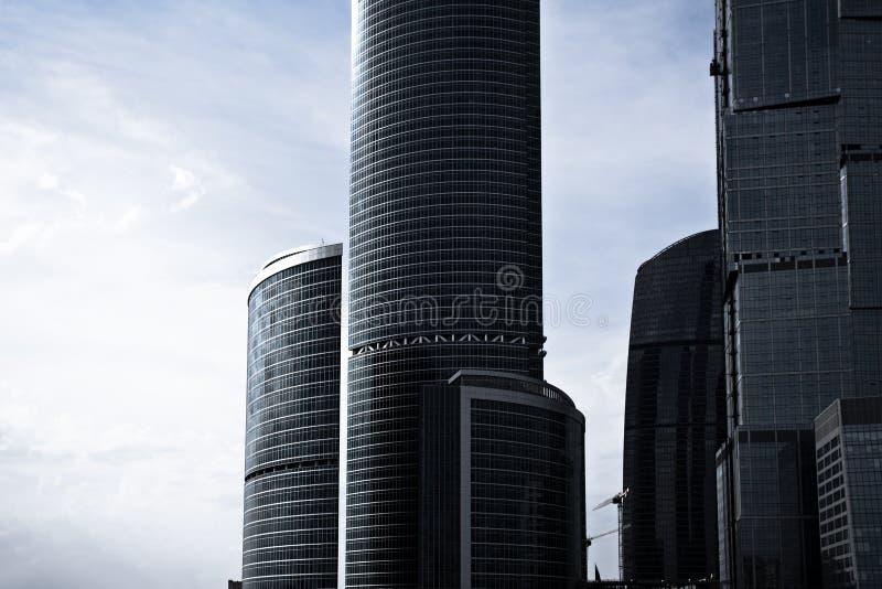 Centre gris d'affaires de gratte-ciel à Moscou images libres de droits