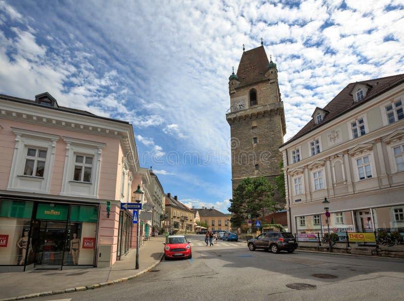 Centre historique avec la tour enrichie, construite à la 15ème et au XVIème siècle Ville de Perchtoldsdorf, secteur de Moedling,  photos libres de droits