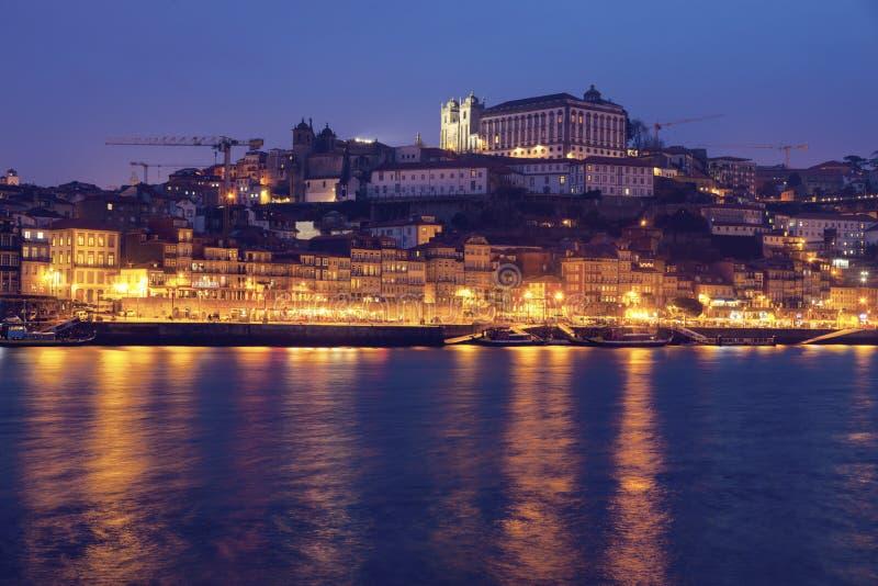 Centre historique de Porto par la rivière de Douro image libre de droits