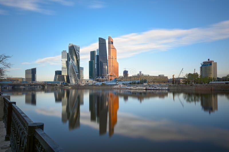Centre international d'affaires de Moscou le début de la matinée Moscou, Russie photos stock