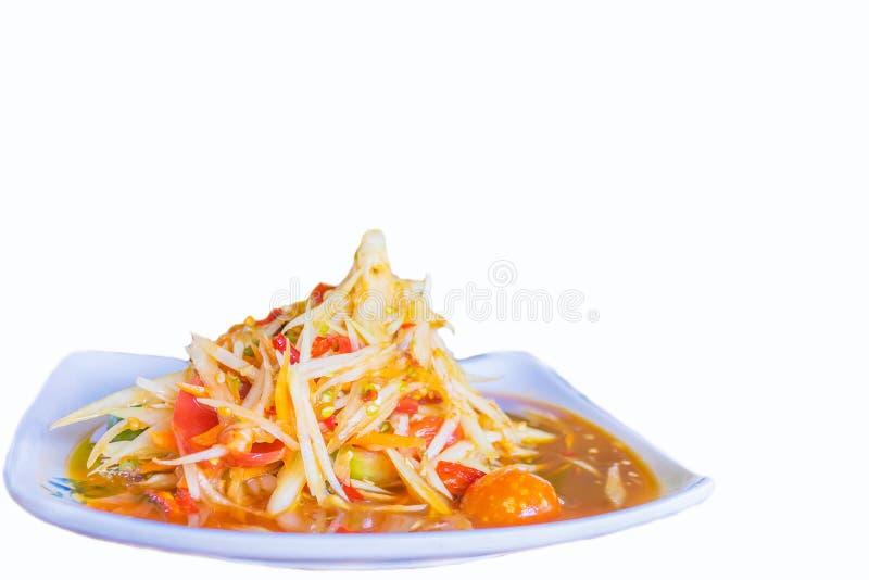 Centre mou de la salade épicée de papaye, nourriture locale thaïlandaise avec le fond blanc photographie stock