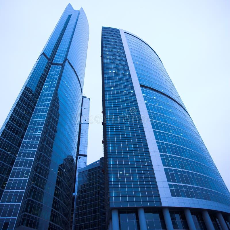 Centre neuf d'affaires de gratte-ciel photos stock