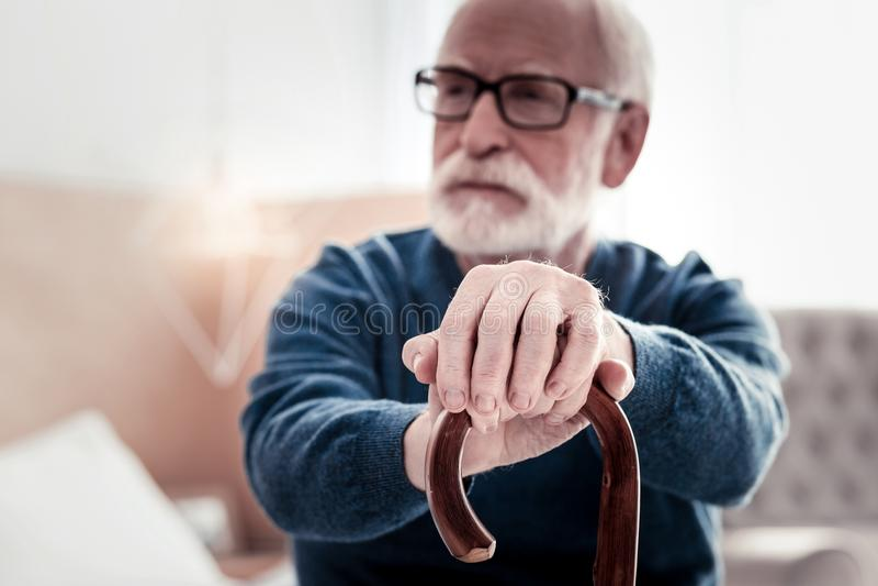 Centre sélectif des mains masculines photo stock