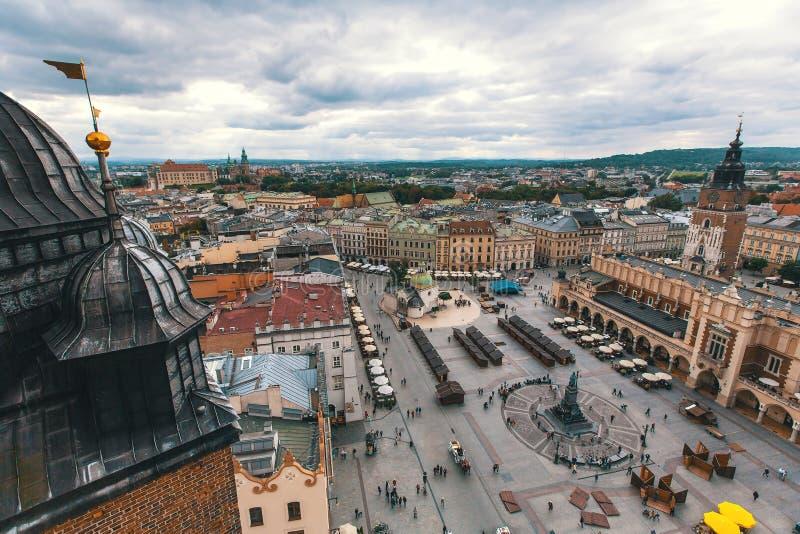 Centre ville de vue de s-oeil de ` d'oiseau le vieux de Cracovie photographie stock
