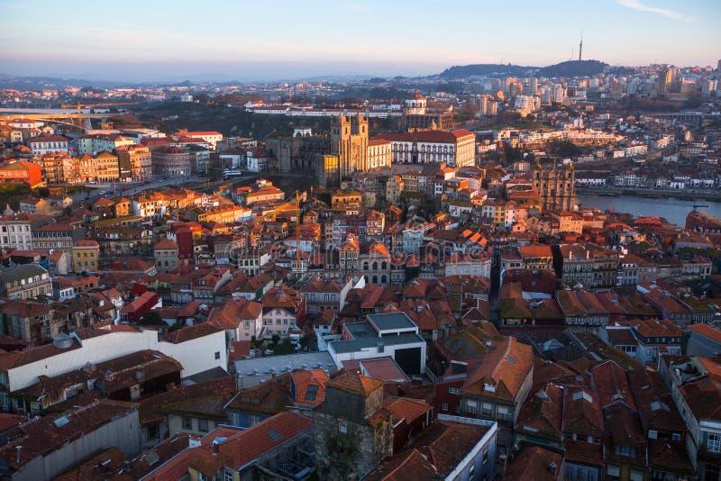 Centre ville de vue de s-oeil de ` d'oiseau le vieux de Porto, Portugal Architecture images stock