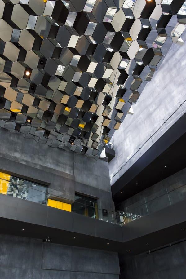 Centrer nazionale di conferenza e di musica, Reykjavik immagine stock