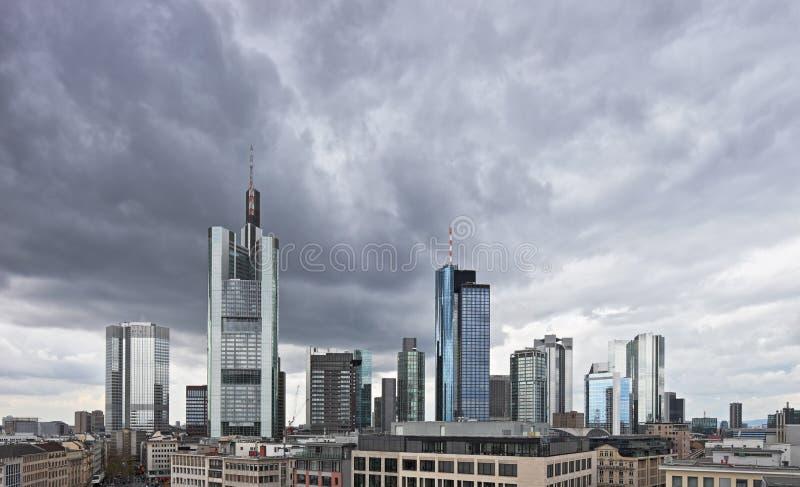 centrera oklarheter finansiella frankfurt över royaltyfria foton