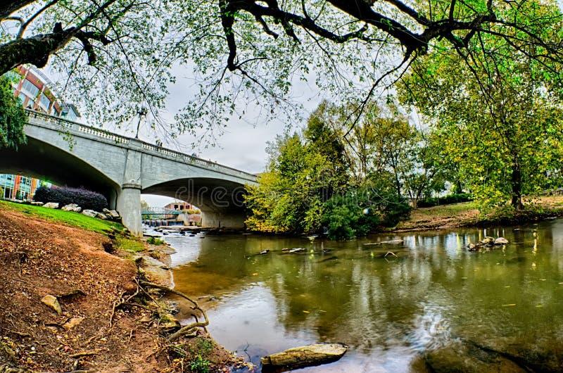 Centret av greenville South Carolina runt om nedgångar parkerar arkivbild
