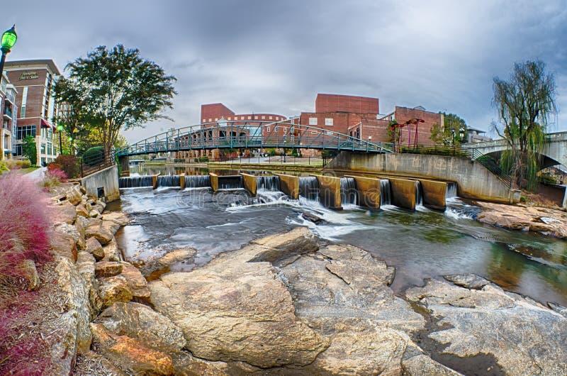 Centret av greenville South Carolina runt om nedgångar parkerar fotografering för bildbyråer