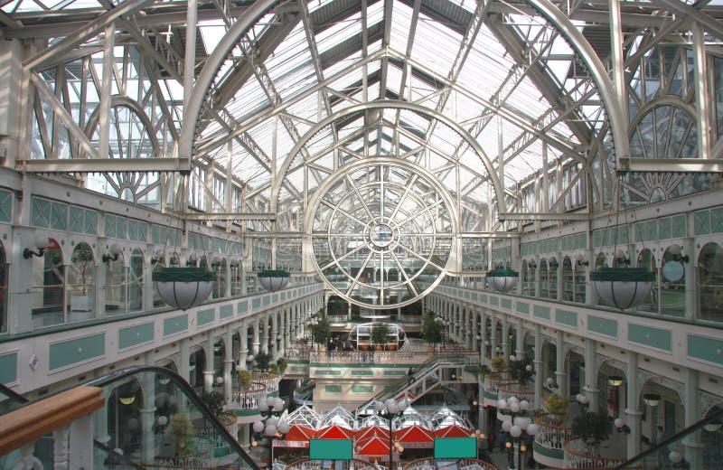 Centro comercial de Dublin com telhado transparente fotos de stock royalty free