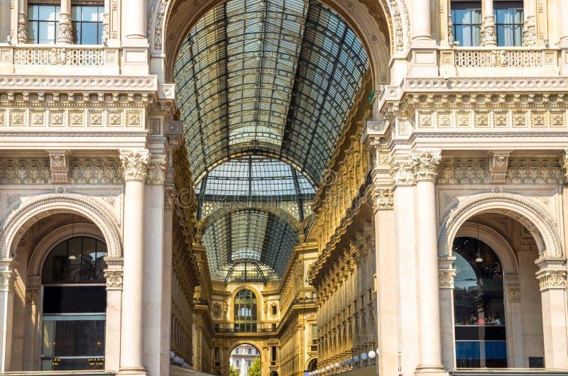 Centro comercial de lujo famoso de Vittorio Emanuele II de la galería, Milán fotografía de archivo libre de regalías