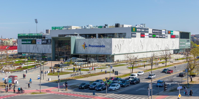 Centro comercial de Promenada en Novi Sad, Serbia imagenes de archivo