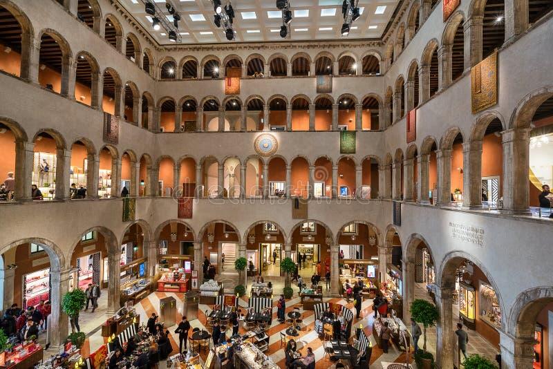 Centro comercial de Tedeschi del dei de Fondaco en Venecia imagen de archivo