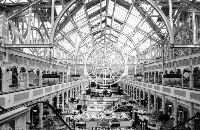 Centro comercial del verde de Stephen's con el tejado transparente foto de archivo libre de regalías