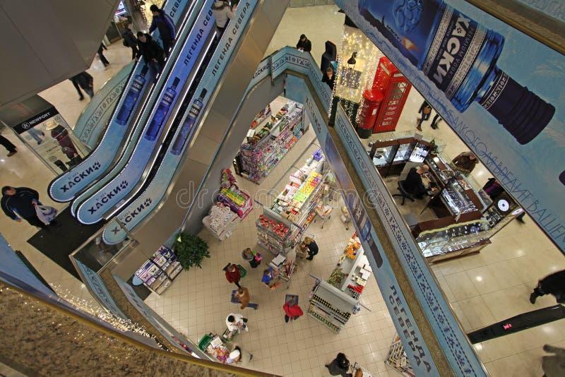 Centro comercial moderno fotografía de archivo libre de regalías