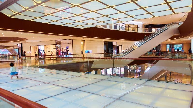 Centro comercial moderno de la alameda de compras del edificio imagen de archivo