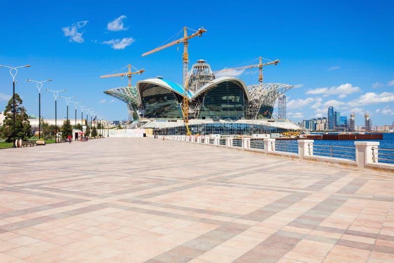 Centro commerciale caspico di lungomare, Bacu immagini stock libere da diritti