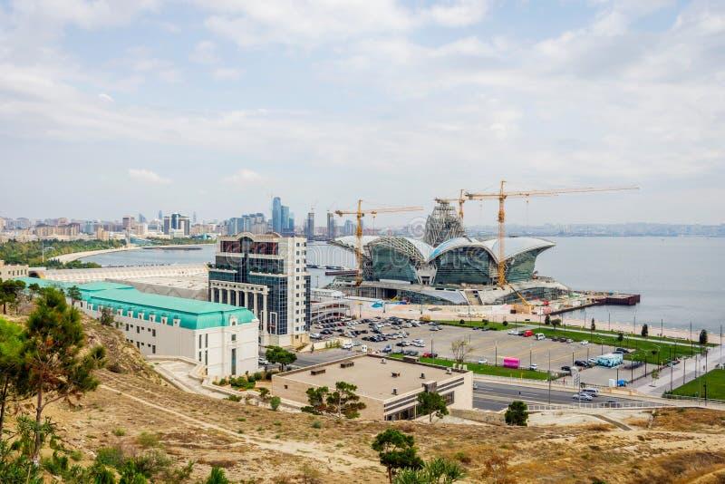 Centro commerciale caspico di lungomare in costruzione, Bacu fotografia stock libera da diritti