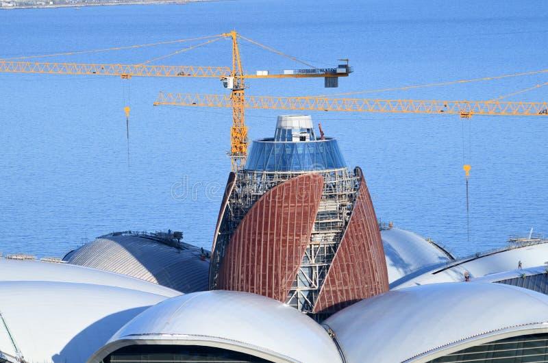 Centro commerciale in costruzione il lungomare caspico, Bacu, Azerbaigian fotografia stock