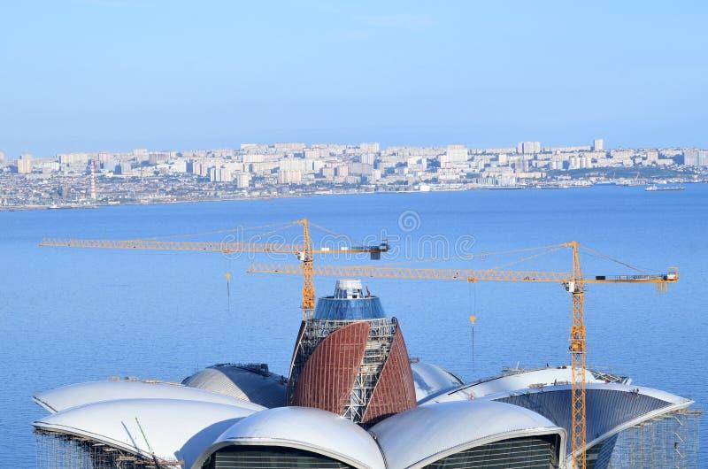 Centro commerciale in costruzione il lungomare caspico, Bacu, Azerbaigian fotografie stock