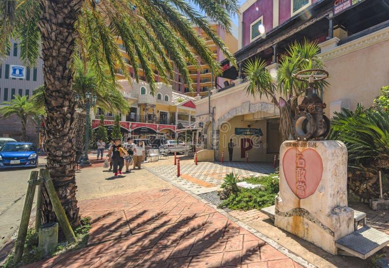 Centro commerciale del negozio del villaggio americano della città di Chatan nell'isola di Okinawa fotografie stock