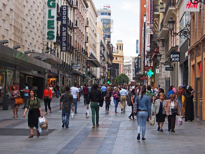 Centro commerciale del pedone di Madrid fotografie stock libere da diritti