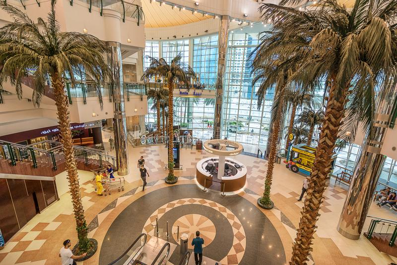 Centro commerciale del centro urbano in Doha Qatar immagine stock libera da diritti