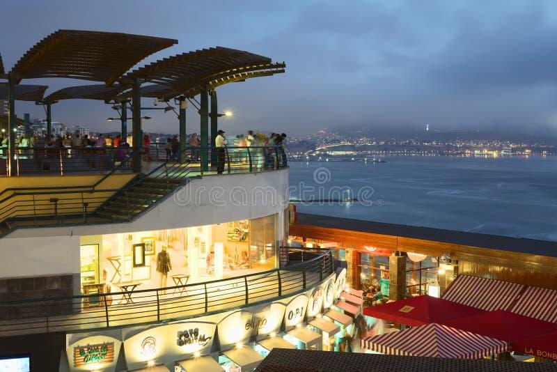 Centro commerciale di Larcomar in Miraflores, Lima, Perù fotografia stock