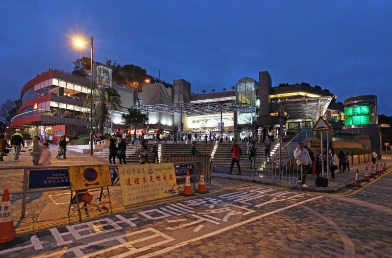 Centro commerciale sul punto di riferimento di Victoria Peak di notte, Hong Kong fotografia stock libera da diritti