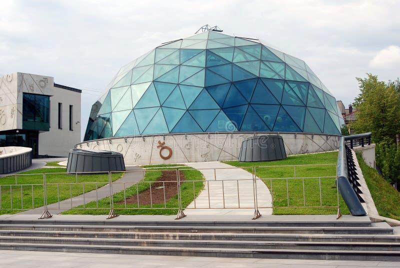 Centro cultural y educativo en Yaroslavl, Rusia imagenes de archivo