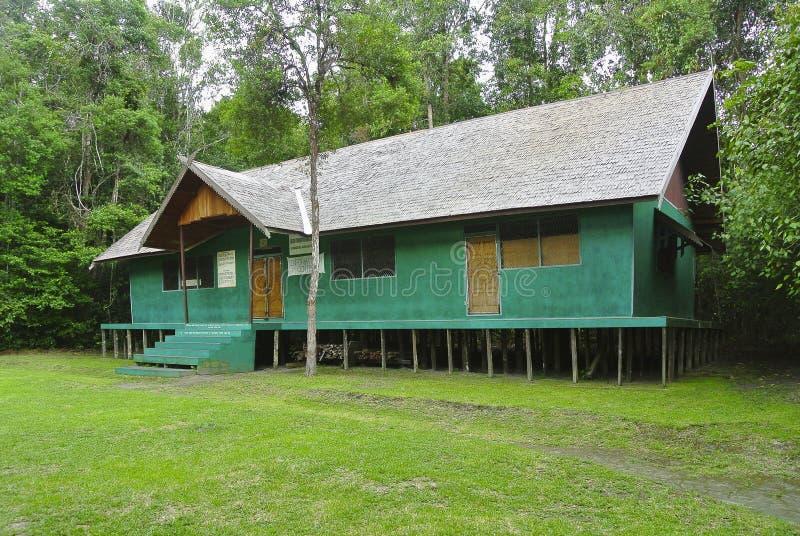 Centro d'informazione in Tanjung che mette parco nazionale, Indonesia fotografie stock