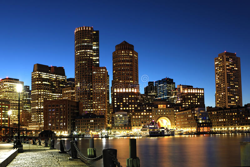 Suficiente Centro Da Cidade De Boston, Massachusetts Na Noite Foto de Stock  IG47