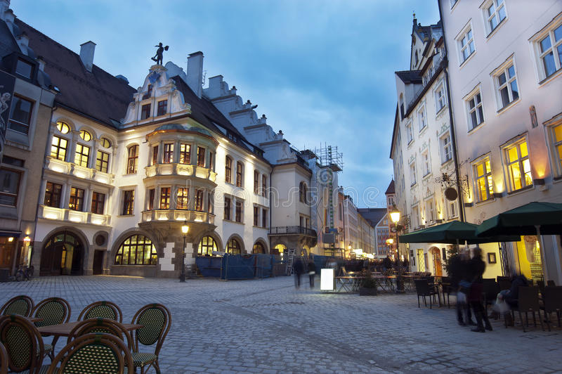 Centro da cidade de Munich na noite foto de stock royalty free