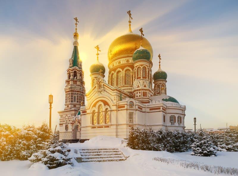 Centro da cidade de Omsk, quadrado da catedral, Sibéria, Rússia foto de stock royalty free