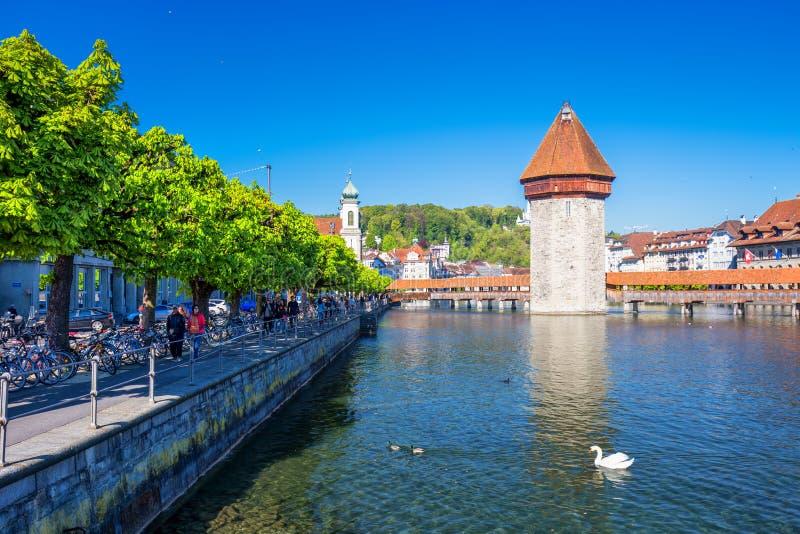 Centro da cidade histórico da lucerna com a ponte da capela e lucerna famosas Vierwaldstattersee do lago, cantão de Luzern, Suíça imagem de stock royalty free