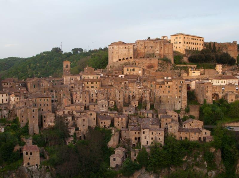 Centro da cidade medieval Sorano em Itália imagem de stock royalty free