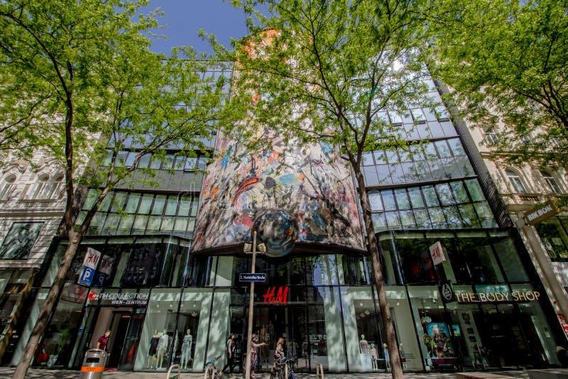 Centro da cidade prolongado Mariahilf em Viena, ?ustria, outono fotos de stock