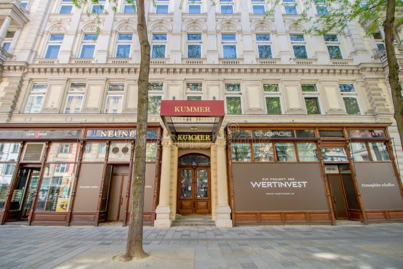 Centro da cidade prolongado Mariahilf em Viena, ?ustria, outono imagens de stock royalty free