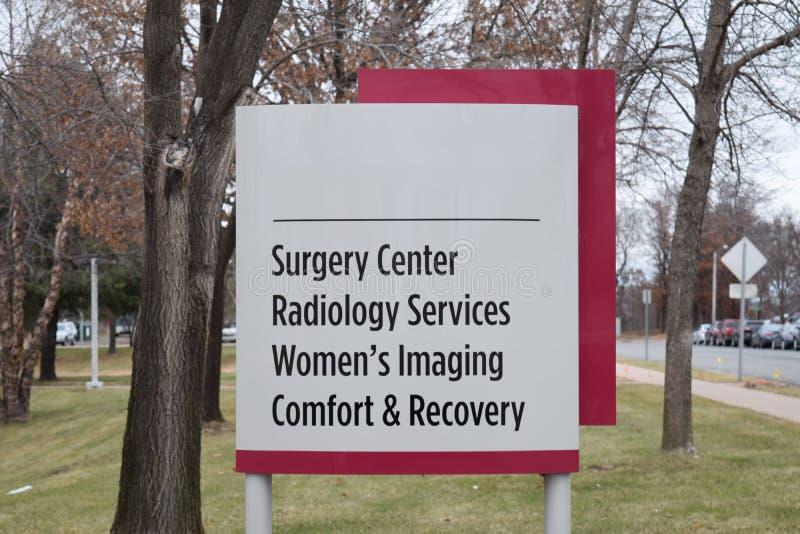 Centro da cirurgia, serviços da radiologia, a imagem latente das mulheres, conforto e imagem de stock royalty free