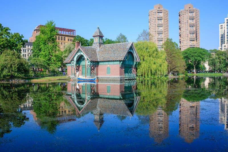 Centro da descoberta de Charles A Dana Discovery Center - Central Park, New York City fotos de stock royalty free