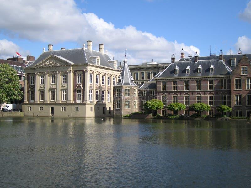 Centro da política holandesa Hofvijver fotografia de stock royalty free
