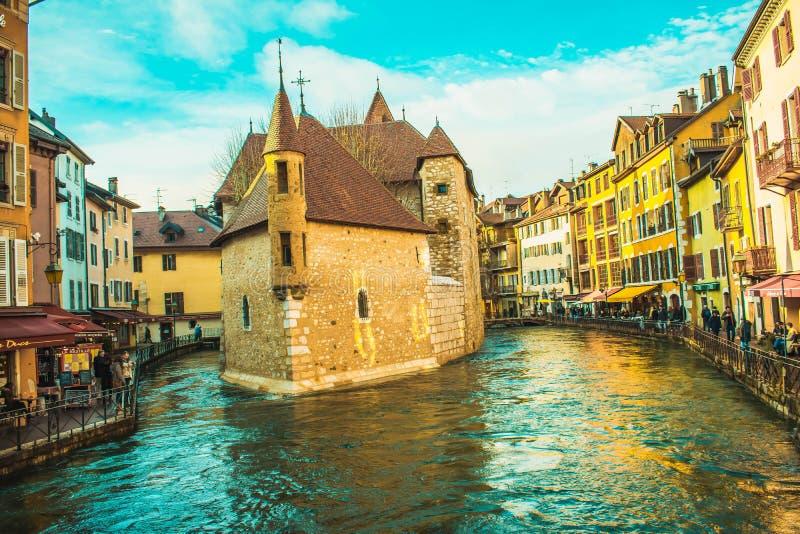 Centro de Annecy em janeiro! imagens de stock royalty free