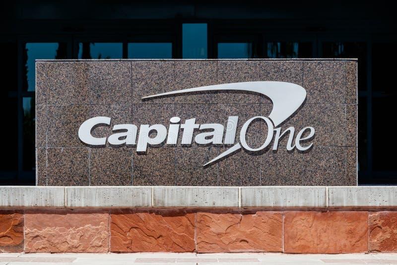 Centro de atendimento de Capital One Financial O principal é uma holding do banco que especializa-se em cartões e em empréstimos  fotos de stock