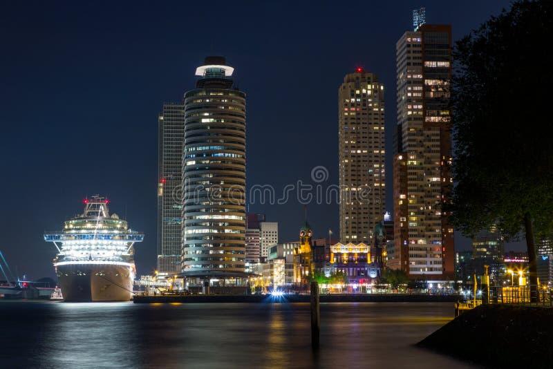 Centro de cidade de Rotterdam imagens de stock royalty free