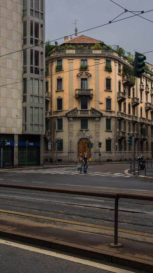 Centro de cidade medieval de Milão imagens de stock