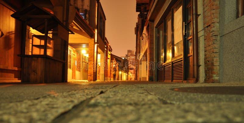 Centro de cidade velho de Taipei Rua pedestre na noite, perspectiva do assoalho fotos de stock
