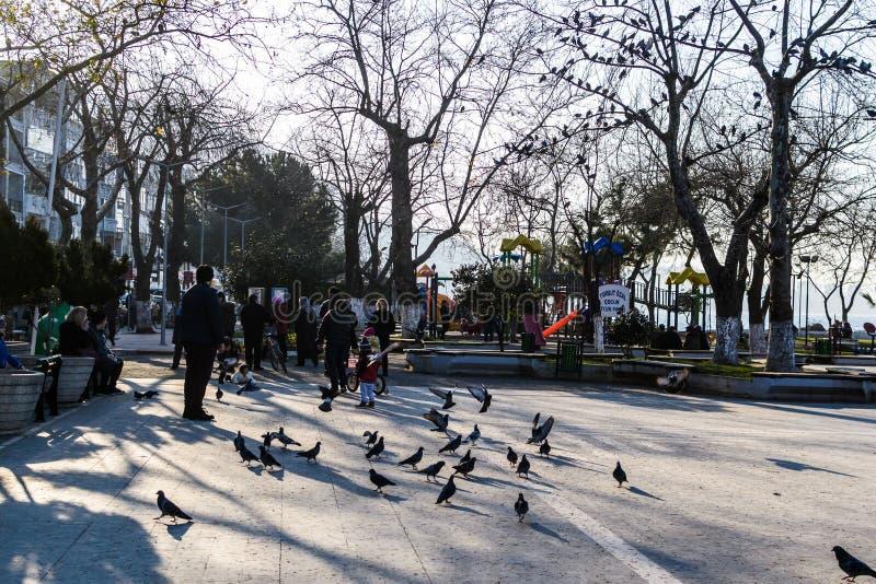 Centro de ciudad de Cinarcik - Turquía fotografía de archivo