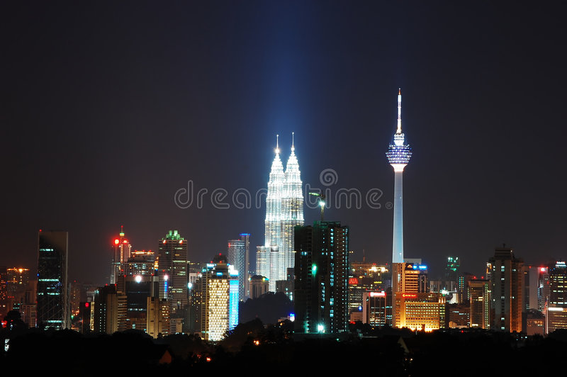 Centro de ciudad de Kuala Lumpur en la noche imagen de archivo libre de regalías