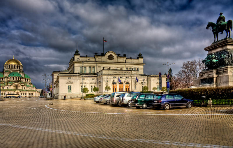 Centro de ciudad de Sofía después de la lluvia foto de archivo