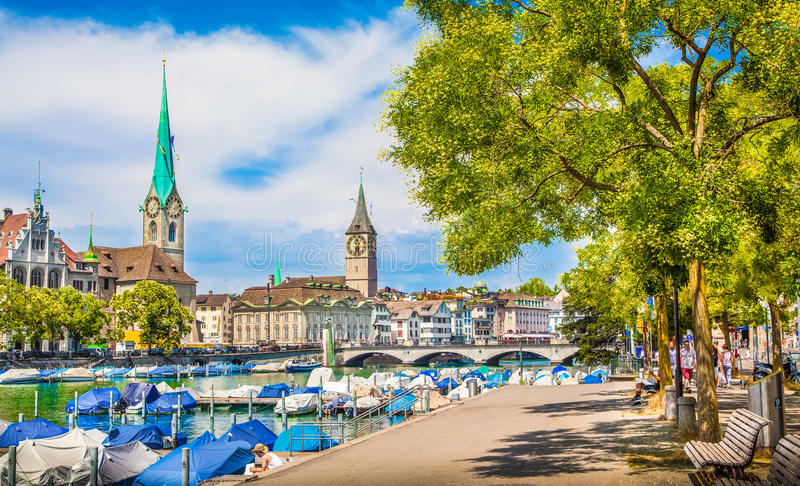 Centro de ciudad de Zurich en verano, Suiza imagen de archivo libre de regalías